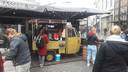 Op het terras van brasserie Top heeft twee dagen een koffiewagen gestaan. Na klachten hebben de eigenaren de wagen weg laten halen.