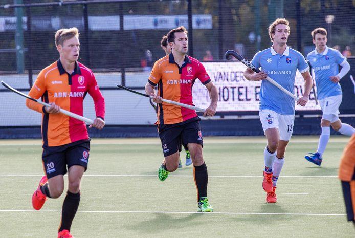Niek van der Schoot (nummer 14) stopt met tophockey.
