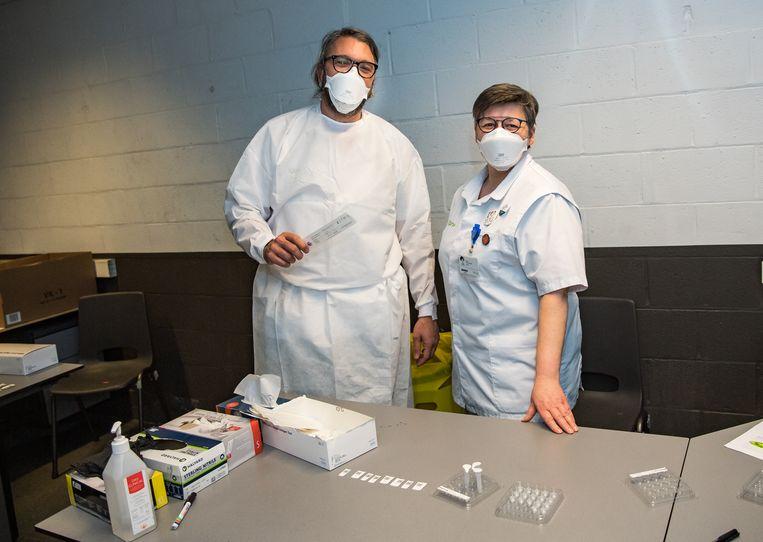 Sneltests mogen alleen uitgevoerd worden door medisch personeel.  Beeld Joel Hoylaerts / Photo News