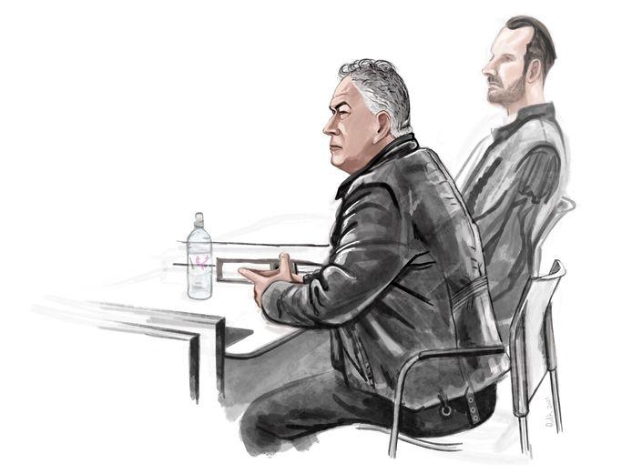 Verdachte Henk van M., naast hem zijn raadsman tijdens de zitting twee weken geleden.