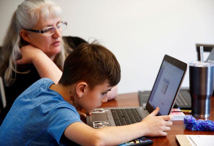 Er komen extra laptops voor kinderen uit Arnhemse gezinnen met een minimuminkomen, zodat ook zij thuisonderwijs kunnen volgen ten tijde van de coronacrisis.
