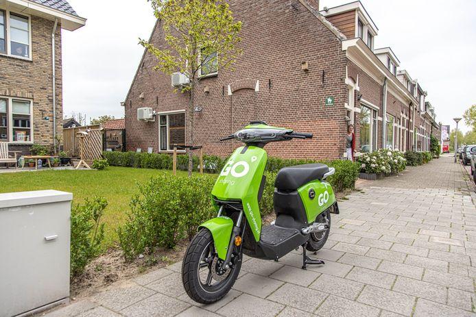 Een elektrische deelscooter in Zwolle-Zuid.