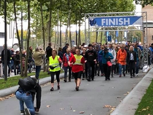 Start van de wandelaars voor de 12,5 kilometer van de Marathon Eindhoven (2019).