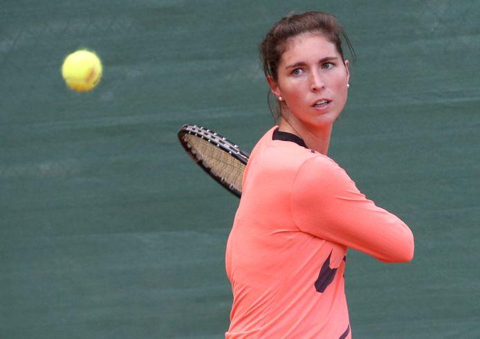 De 30-jarige Elien Crombez in actie in vrouwen 1 tijdens het toernooi van TC L'Armorial.