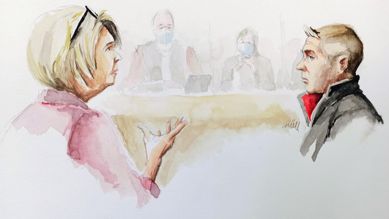 Op deze rechtbanktekening van vrijdag spreekt Isabelle Fouillot (links), de moeder van Alexia, tegen haar voormalige schoonzoon Jonathann Daval.