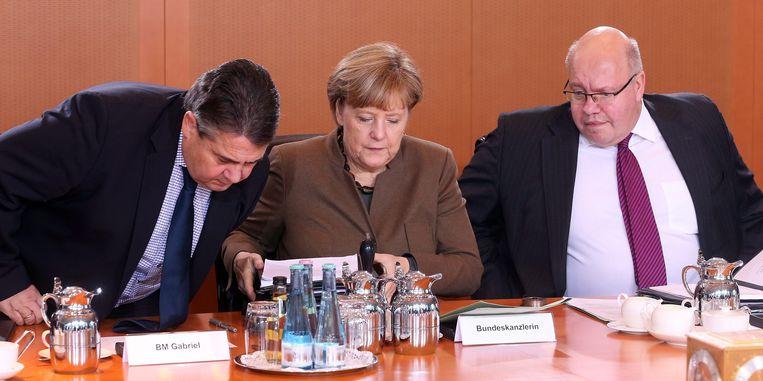Duitse minister van Buitenlandse zaken Sigmar Gabriel, Bondskanselier Angela Merkel en chef van het Bundeskanzleramt Peter Altmaier Beeld epa