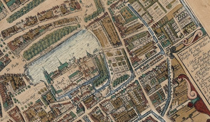 Op deze oude kaart van Janssonius uit 1657 is de oude gracht aan de Buitenhofkant te zien. De gracht maakte echter deel uit van een singel die helemaal rondom liep.