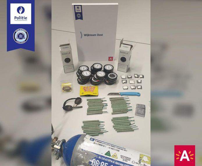 De politie nam deze voorwerpen in beslag.