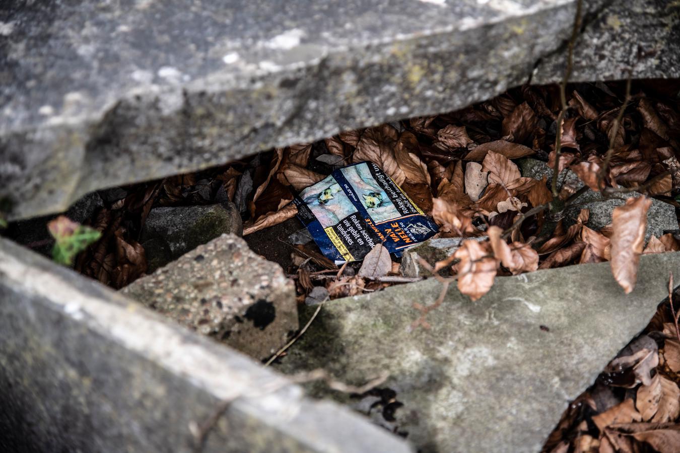 Daklozen slapen op begraafplaats Daalseweg. Het vermoeden bestaat dat ze zelfs grafzerken openen om in het graf te gaan liggen.