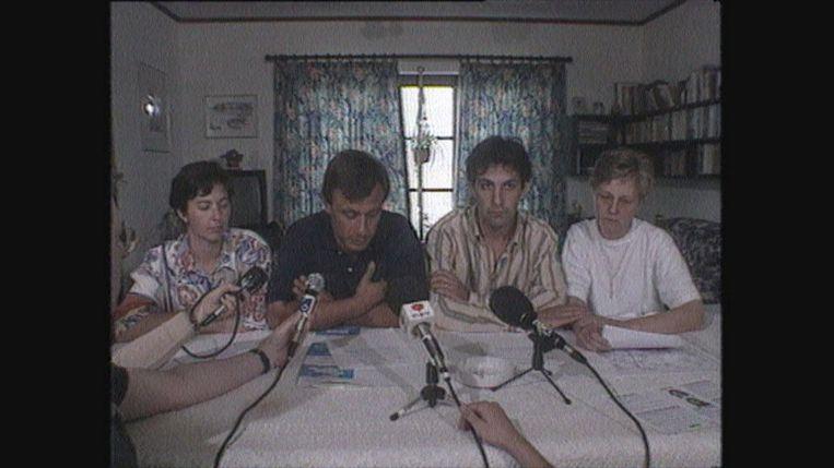 Beelden van de families Lejeune en Russo in 'Als je ons kan horen'. Beeld VRT