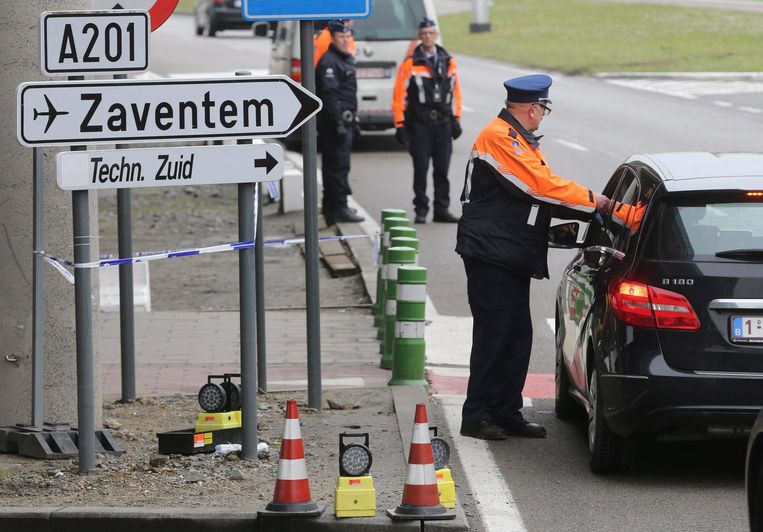 Extra controles bij vliegveld Zaventem na de aanslagen in Brussel Beeld epa