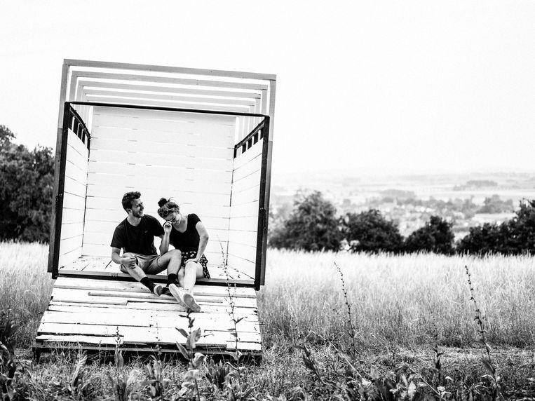 Kluisbergen, Faust (19) en Laurence (22)/ 'We zijn nog niet vaak op deze plek aan het Kluisbos geweest. Geweldig uitzicht!' Beeld Jelle Vermeersch