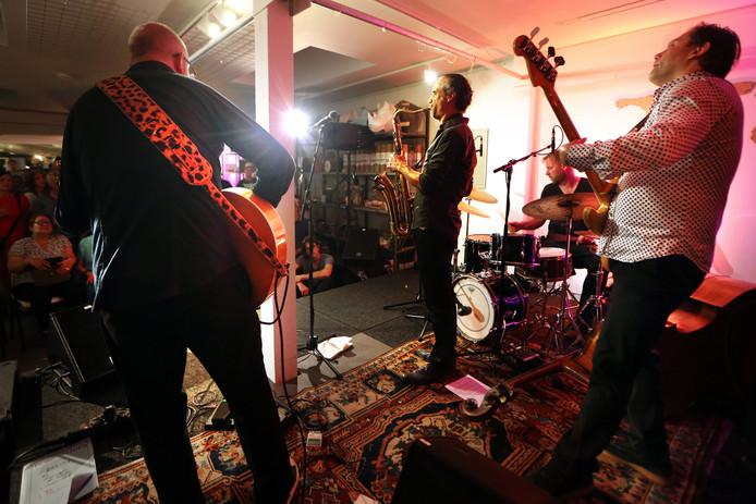 20180512 - Breda - Jazzfestival 2018 - Brandpunt - Jazz ten Toon trekt uitpuilende  zaal met een optreden van The Ploctones, (VLNR) Anton Goudsmit, Efraïm Trujillo, Martijn Vink en Jeroen Vierdag. FOTO: RAMON MANGOLD/ PIX4PROFS
