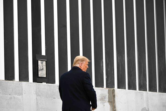 De Amerikaanse oud-president bij een stuk van de grensmuur in Alamo, Texas, in januari van dit jaar, toen hij nog in functie was.