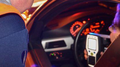 Automobiliste met glaasje op maakt brokken in Gaverse Kasteeldreef