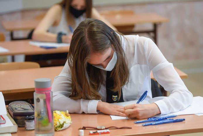 Archief: middelbare scholieren maken een examen