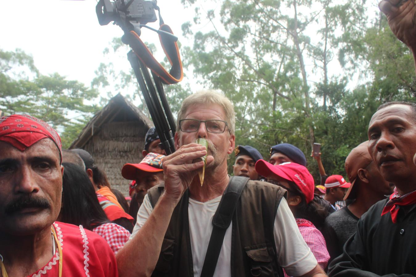 Henk Vinke bij de herdenking van de opstand van de Molukken