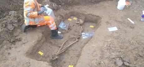 Opgegraven skelet bij Waaldijk Oosterhout stamt uit vroege Middeleeuwen en is zeldzame vondst