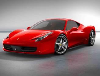 Eigenaar blust brandje aan exclusieve Ferrari