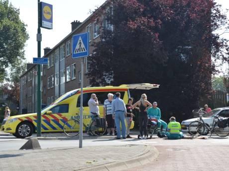 Vrouw gewond geraakt aan been op rotonde in Woerden