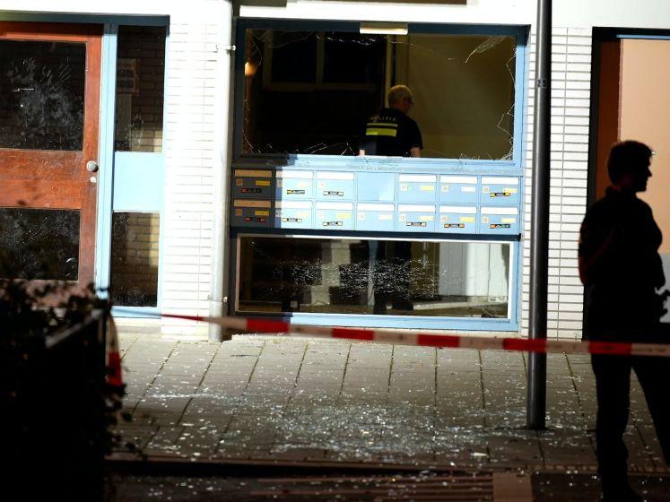 Kanaleneiland schrikt op van explosie in portiek flat