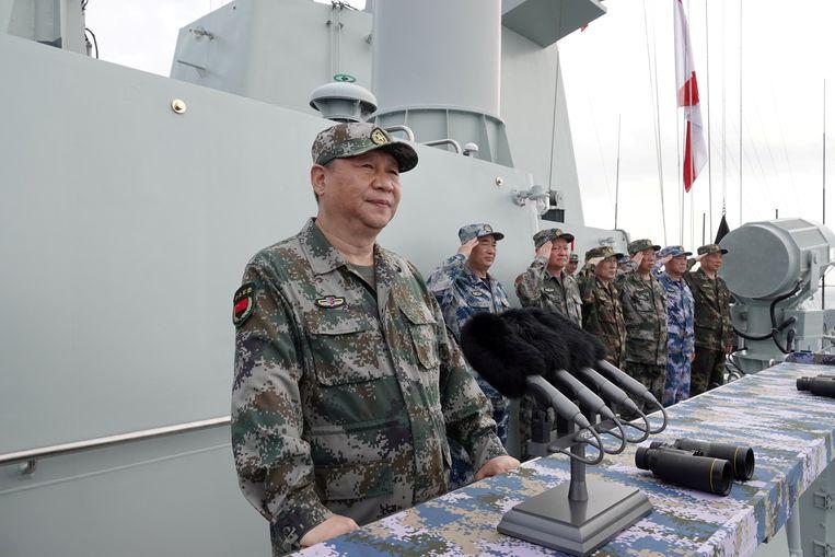 De Chinese president Xi Jinping  vorige maand tijdens een grote militaire oefening in de Zuid-Chinese Zee. Beeld REUTERS