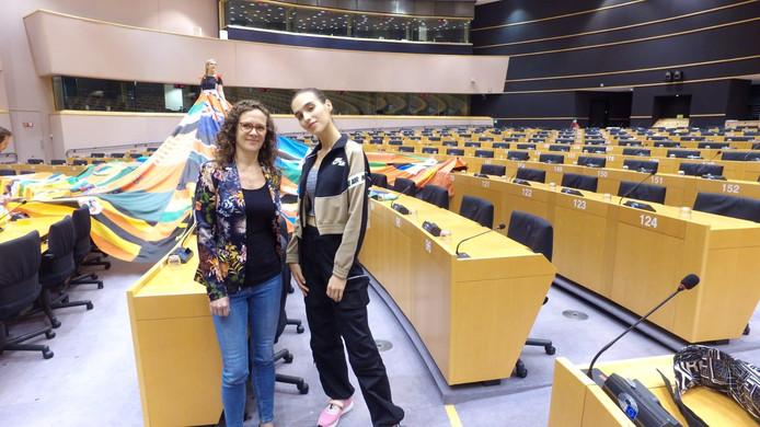 Europarlementariër Sophie in 't Veld (links) en model Maxim Magnus.