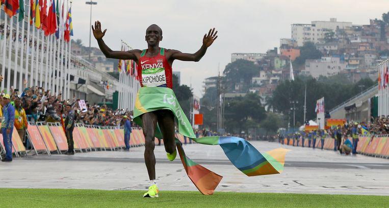 Eliud Kipchoge, speerpunt van het Breaking2-project, wint goud in Rio.   Beeld REUTERS