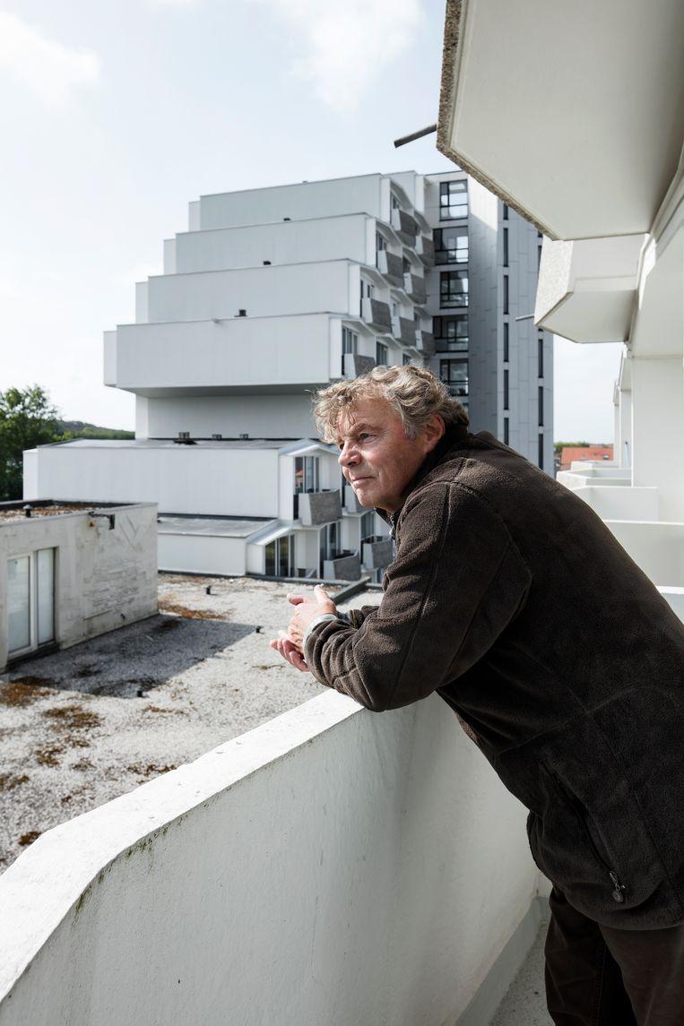 Bob, eigenaar van een studio, op zijn terras. Beeld Piet Goethals