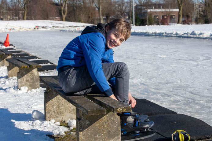 Jurre Schelhaas (12) uit Veenendaal op de baan van schaatsclub De Greb aan de Groeneveldselaan in Veenendaal.