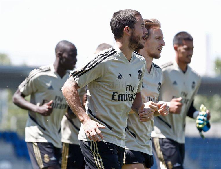 Eden Hazard trainde gisteren wél. Vandaag bleef hij opnieuw binnen.  Beeld Real Madrid