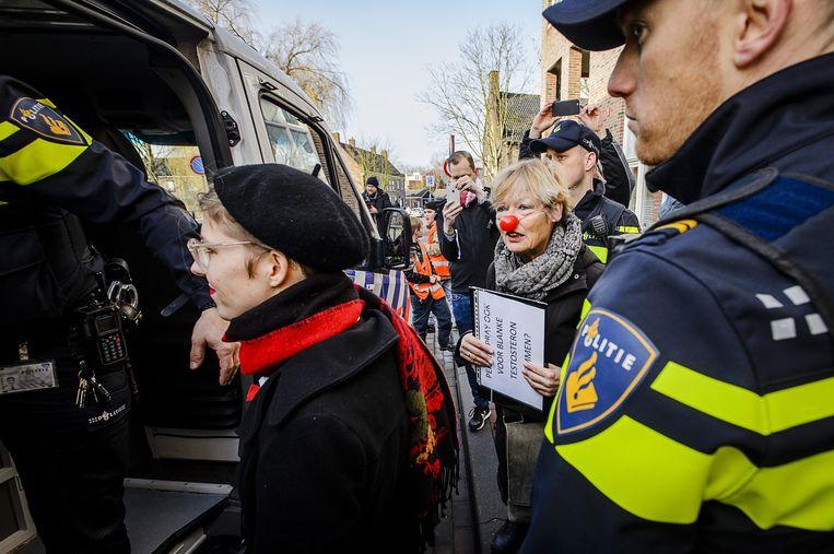 De politie arresteerde tien actievoerders tijdens het bezoek van Wilders. Beeld anp