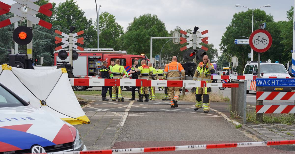 Treinverkeer stil vanwege dodelijk ongeluk bij spoorovergang in Wijchen.