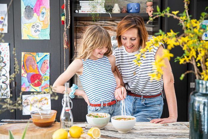 Chef-kok Sofie Dumont en dochter Grace.