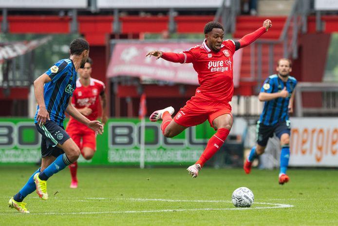 FC Twente-speler Denilho Cleonise is één van de spelers met corona.