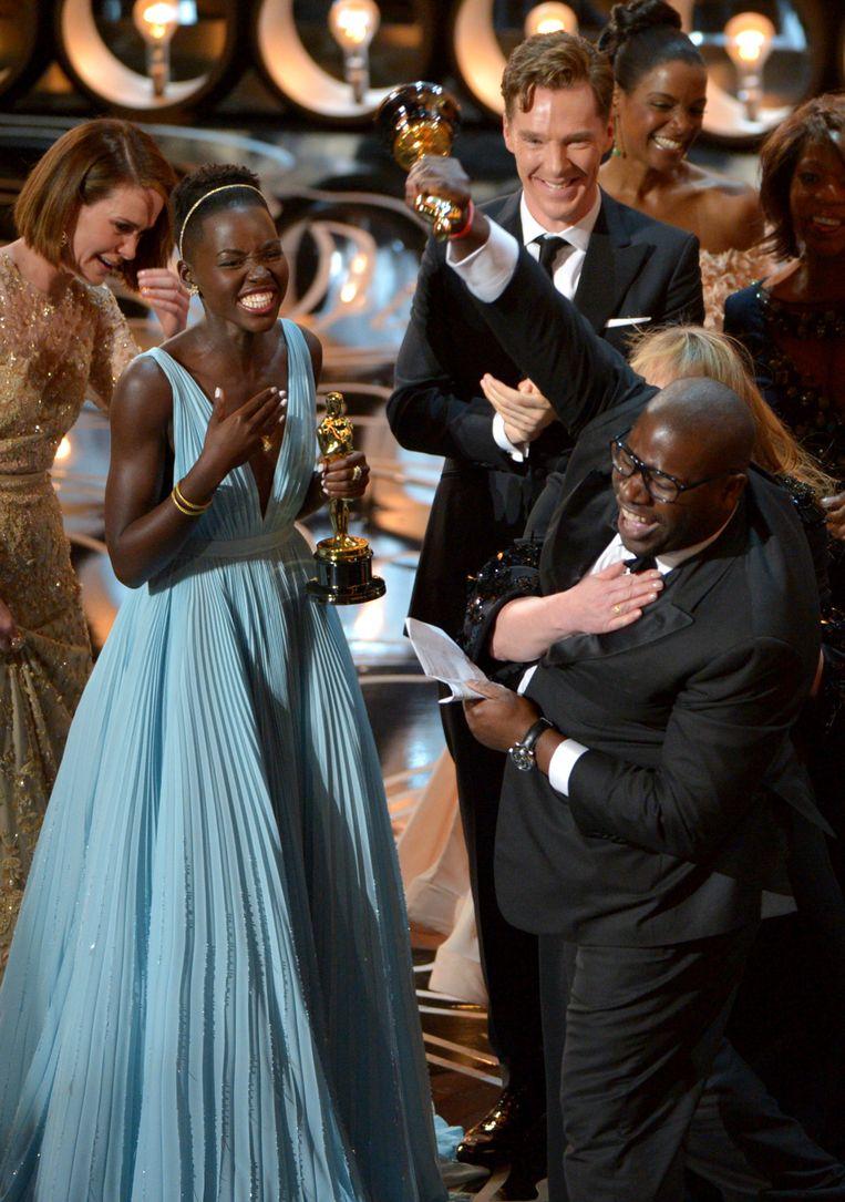 Steve McQueen krijgt de Oscar voor 12 Years a Slave in 2014. Beeld John Shearer/Invision/AP