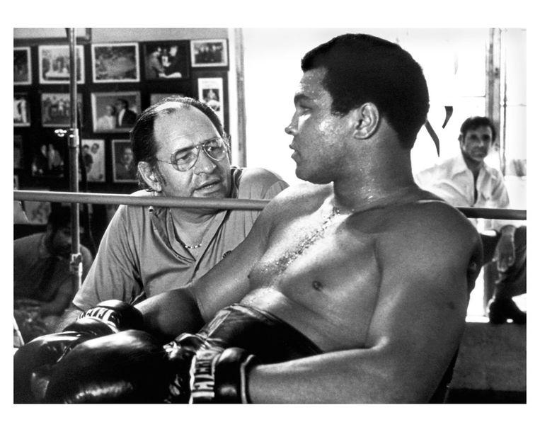 Dokter Ferdie Pacheco en zijn beroemdste patiënt, Muhammad Ali. Beeld rv