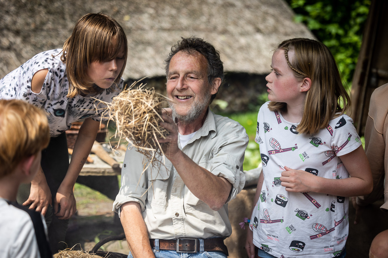 Henk van Blitterswijk, docent bij School in Bos in Wilhelminaoord. Na 25 jaar gaat hij met pensioen.
