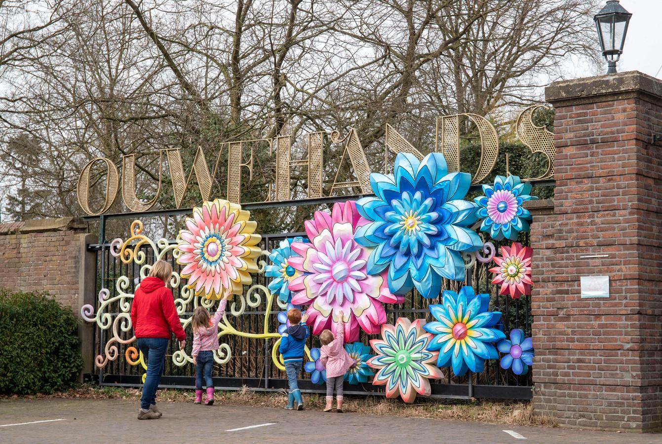 De poort van Ouwehands Dierenpark in Rhenen, foto ter illustratie.
