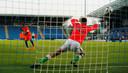 Daishawn Redan schiet de beslissende strafschop binnen tegen Ierland in de kwartfinale.