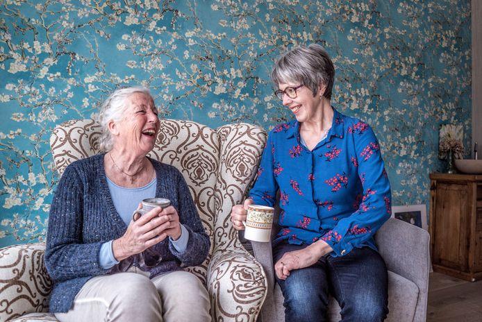 Joke Breel (rechts) en Willy van Zwet zijn hoogbegaafde senioren.