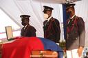 De kist met daarin het lichaam van de vermoorde president Jovenel Moïse.