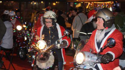 Vespa's brengen (nog meer) kerstsfeer in de straten van Oostende