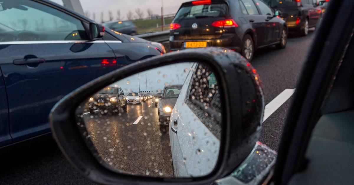 Ongeluk op A28 bij Staphorst, rijstrook enige tijd afgesloten.