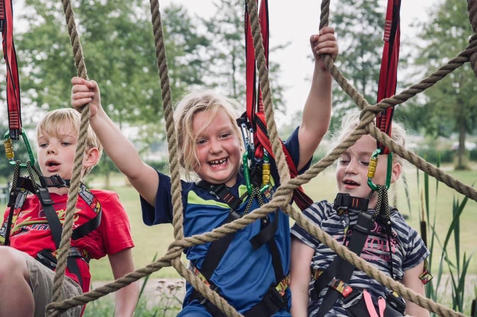 Kinderen mogen van de gemeente Oisterwijk het klimbos van de Reuselhoeve weer in.
