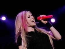 """Avril Lavigne se lance sur TikTok et son visage choque les internautes: """"C'est un vampire"""""""