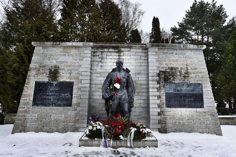 Het monument ter nagedachtenis aan gesneuvelde Russische soldaten. Beeld Guus Dubbelman