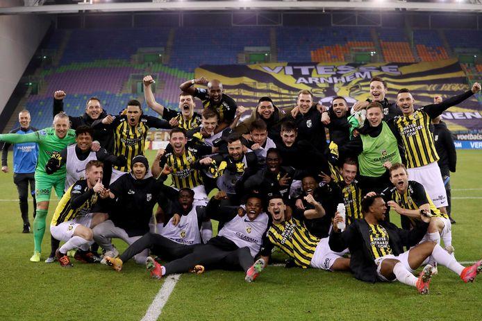 De Vitesse-selectie viert het bereiken van de bekerfinale tijdens de Toto KNVB Beker.
