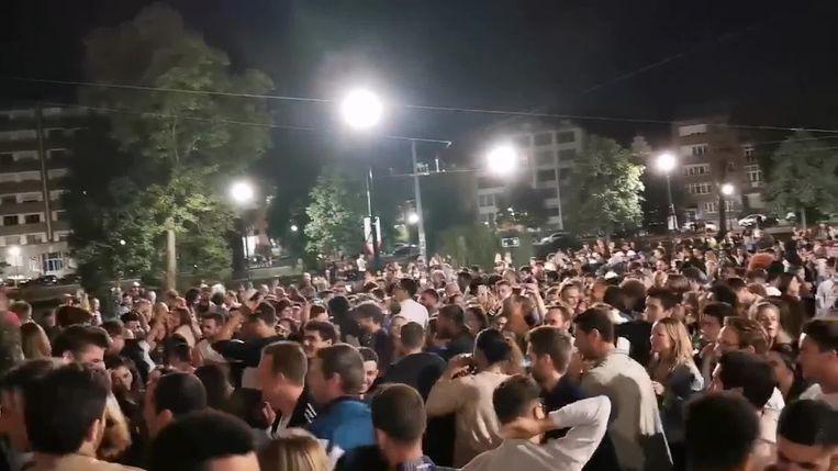 De jongeren stonden dicht bij elkaar te feesten. Beeld VTM Nieuws