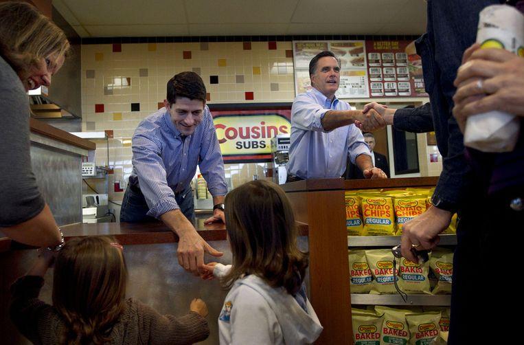 Romney (rechts) gisteren op campagne in de staat Wisconsin, vergezeld door partijgenoot Paul Ryan, voorzitter van de begrotingscommissie in het Huis van Afgevaardigden. Beeld ap